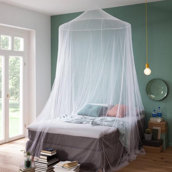 Moskitonetz aus der HOME EDITION bietet optimalen Freiraum Zuhause bei bestem Schutz vor fliegenden Insekten wie Mücken & Co. Durch den großen oberen Spannring mit ca. 1,40m Durchmesser